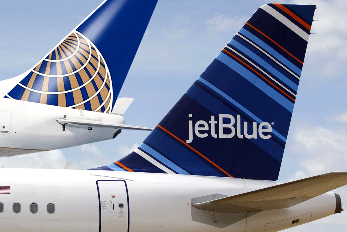 colas de JetBlue y United Airlines