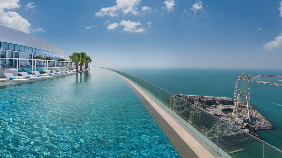 Dubai, la infinity pool del Address Beach Resort.