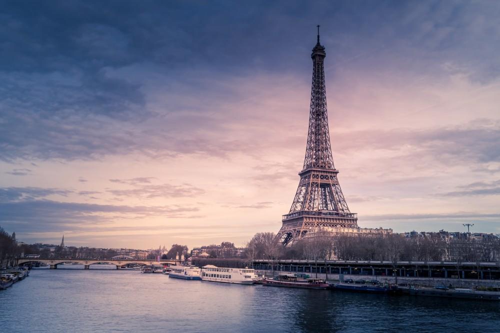 Internet, Eiffel Tower