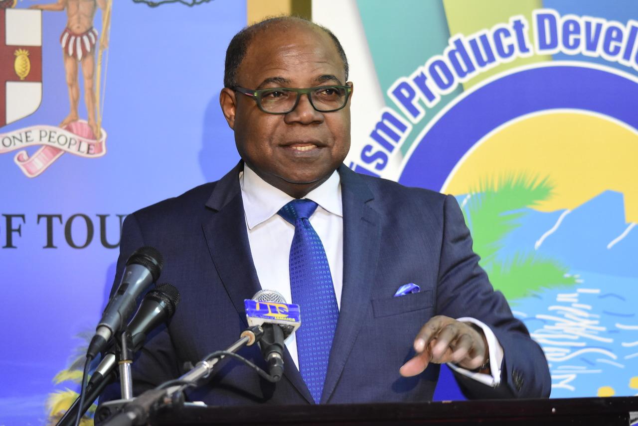Edmund Bartlett, ministro de Turismo de Jamaica