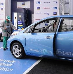 Chile inaugura primera estación de carga para autos